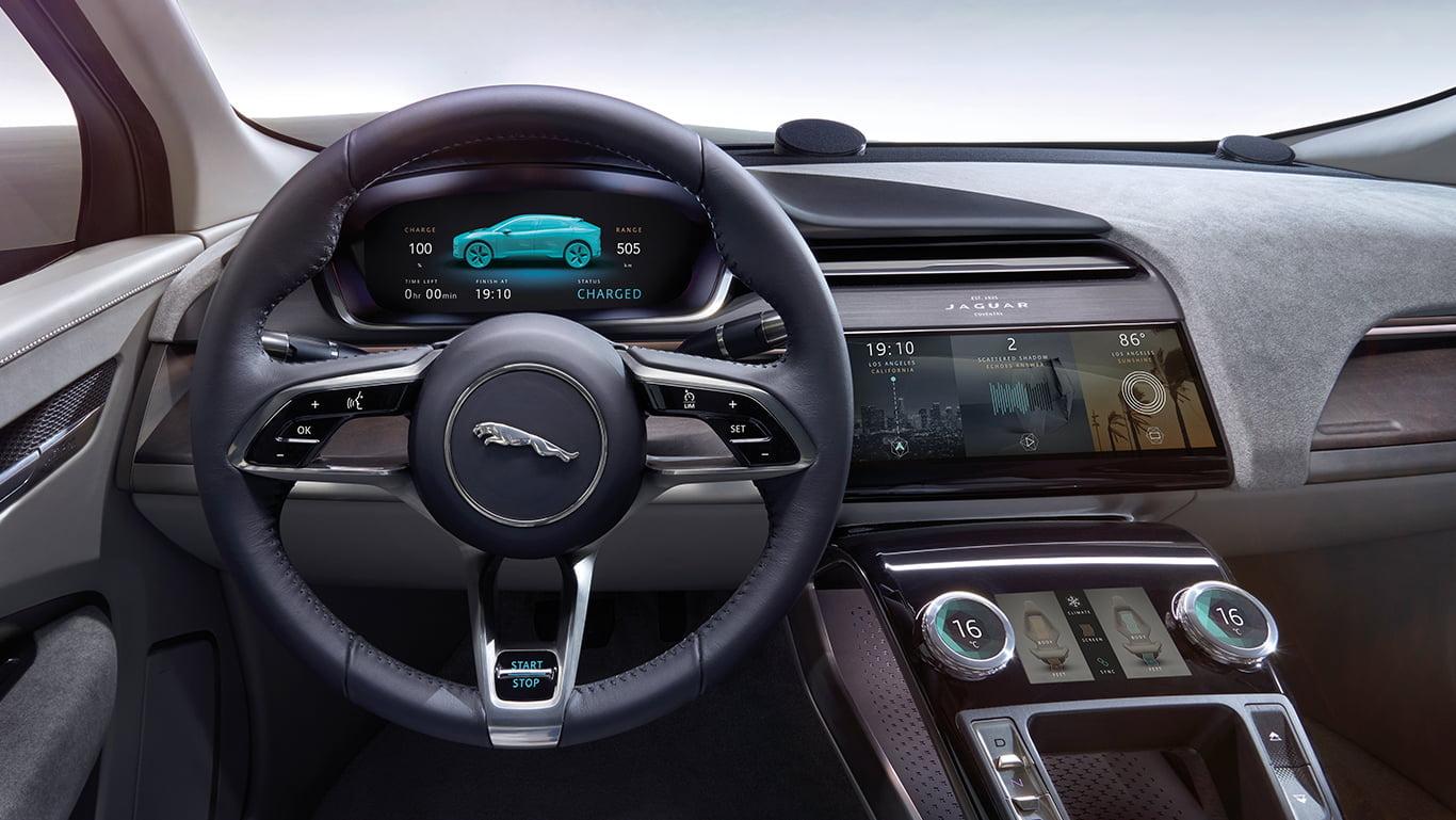Slagkraftig och sofistikerad har Jaguar själva döpt den här bilden till.