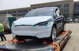 En av de första Model X i Peking. Källa: Teslarati