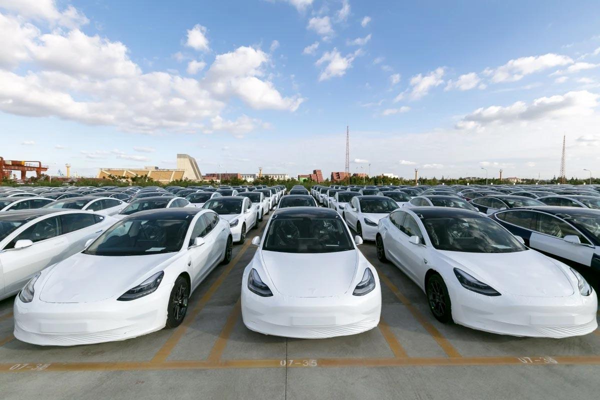 Kinatillverkade Tesla Model 3 SR+ laddade irriterande ...
